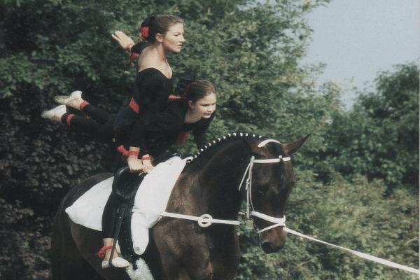 Carlita-Picard-pferdetrainerin-bodenarbeit-1